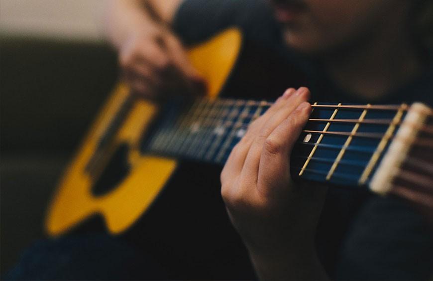 Choisir sa guitare acoustique (folk)